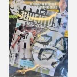 Juventus Magazine N. 7 + pallone della Juve e maxi poster